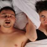 Russare durante il sonno: cause e rimedi
